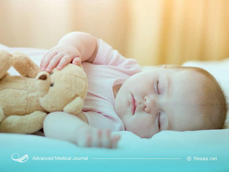 نوزادان به طور معمول 16 الی 17 ساعت در روز میخوابند.