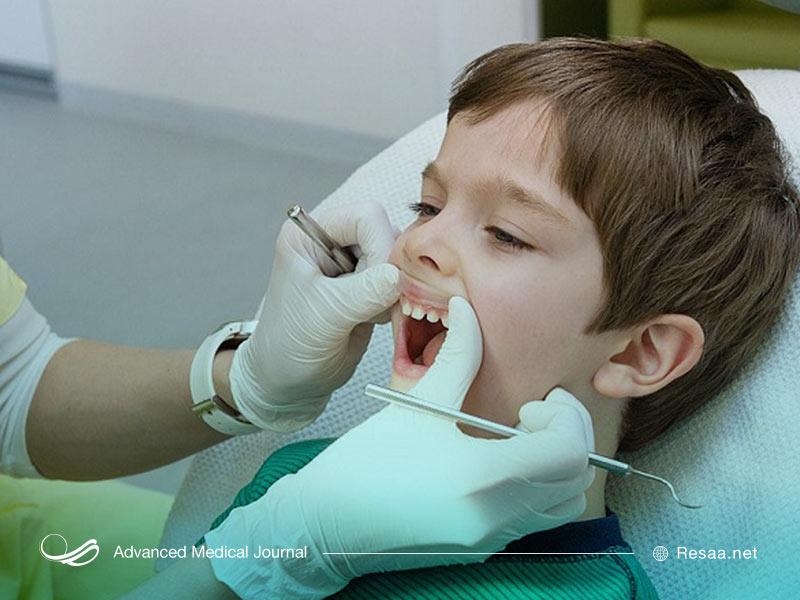 پسری در دندانپزشکی کودکان