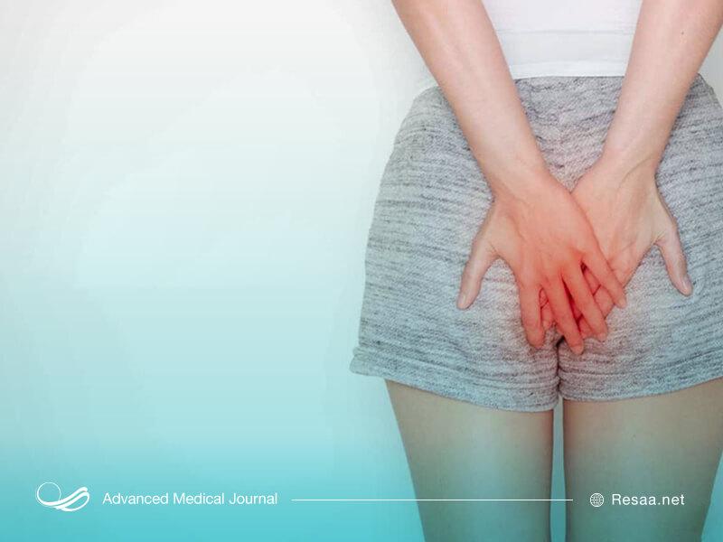 شقاق مقعدی باعث درد در ناحیه مقعد می شود.