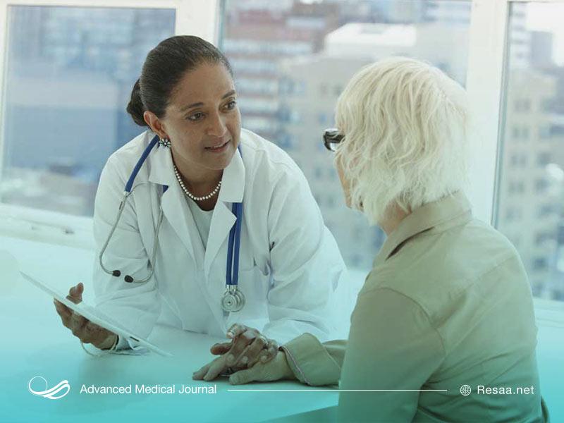 در صورت استمرار حالت تهوع خود به پزشک مراجعه کنید.