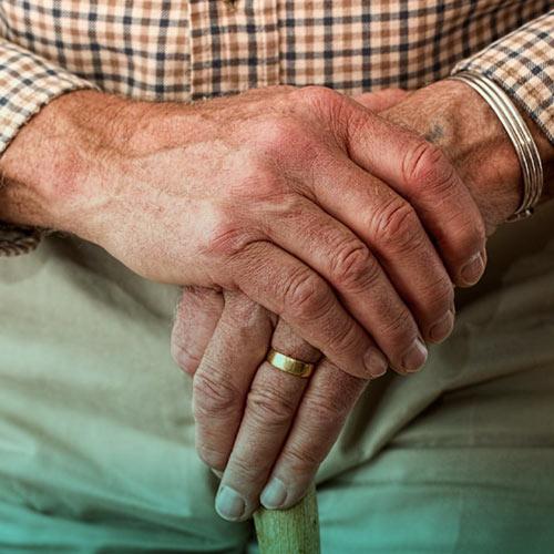 بیماری لرزش دست،علایم و درمان