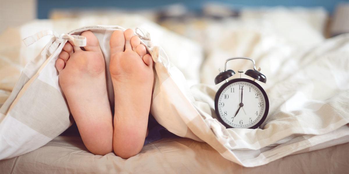 سندرم پای بیقرار چیست؟ علائم و راههای درمان آن