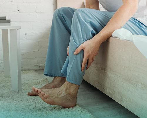 سندروم پای بیقرار، علائم و درمان